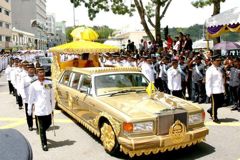 Самые странные автомобили из коллекции султана Брунея