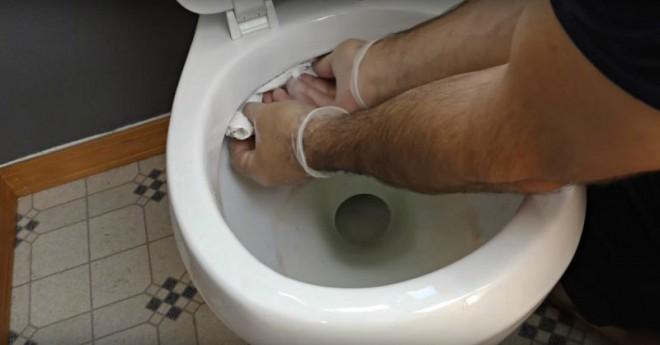 Как убрать в туалете быстро. Действенные способы