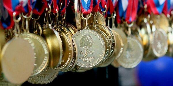 Медальный зачёт: почему нельзя заваливать детей призами и наградами