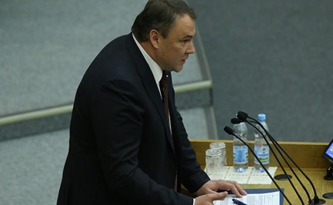В Госдуме вносят поправки в конституцию РФ о бессрочном правлении президента