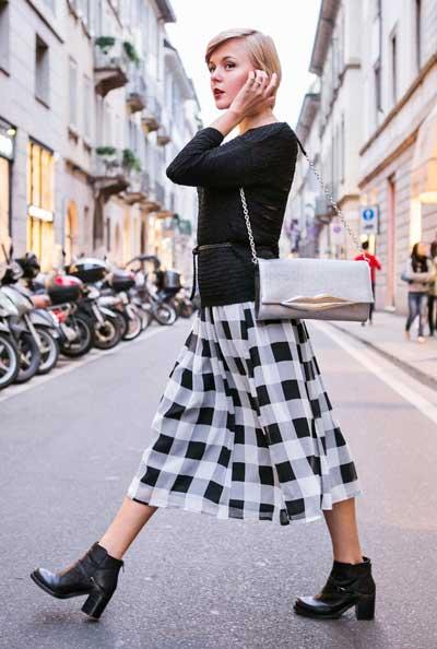 Как правильно носить юбки миди: 4 примера для холодов