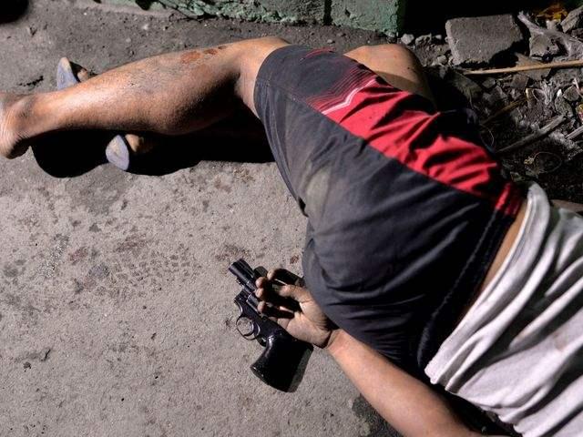 «Убейте наркоторговца, и я дам вам медаль». Как президент Филиппин борется с наркотрафиком: 1,8 тысячи убитых за два месяца