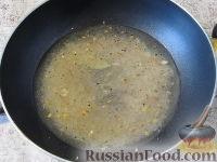Фото приготовления рецепта: Пряный рис с изюмом и миндалем - шаг №6