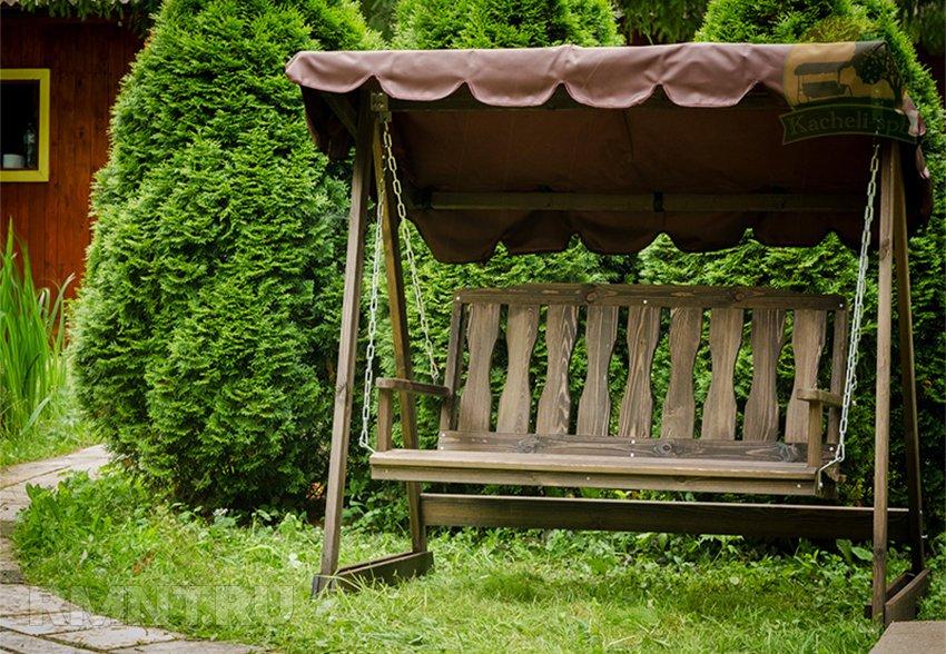 Садовые качели из дерева