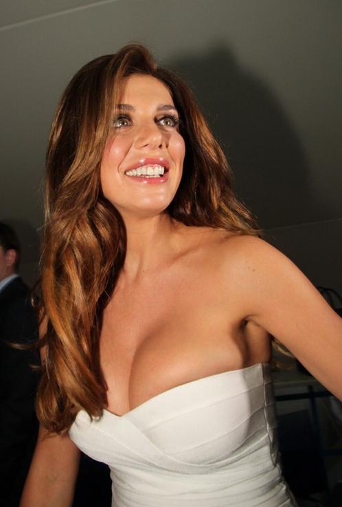 Седокова случайно показала голую грудь фото 485-230