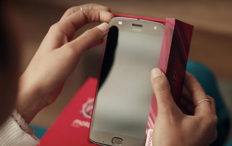 Motorola сняла продолжение рекламного ролика Samsung о недостатках смартфонов Apple