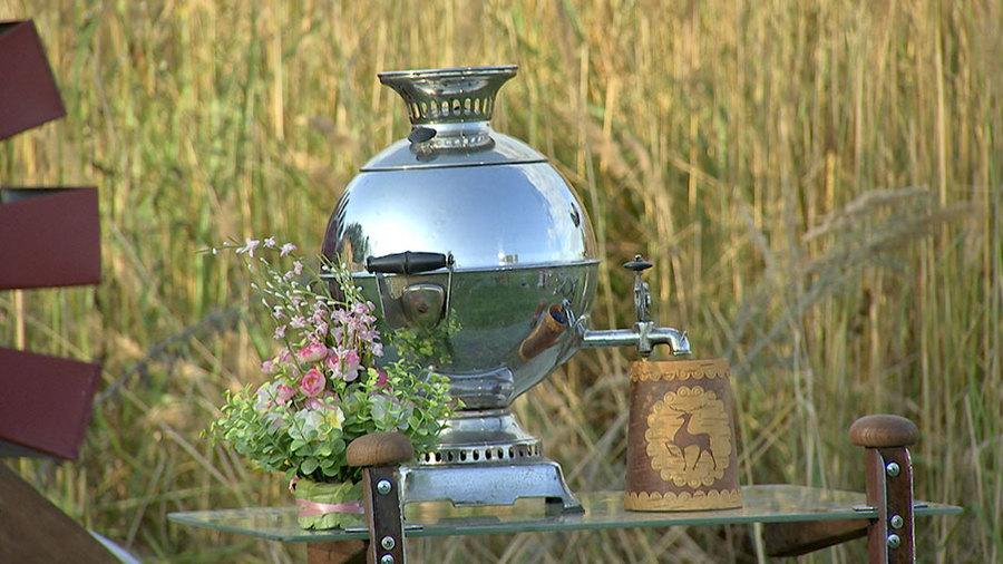 Чайный столик для дачи