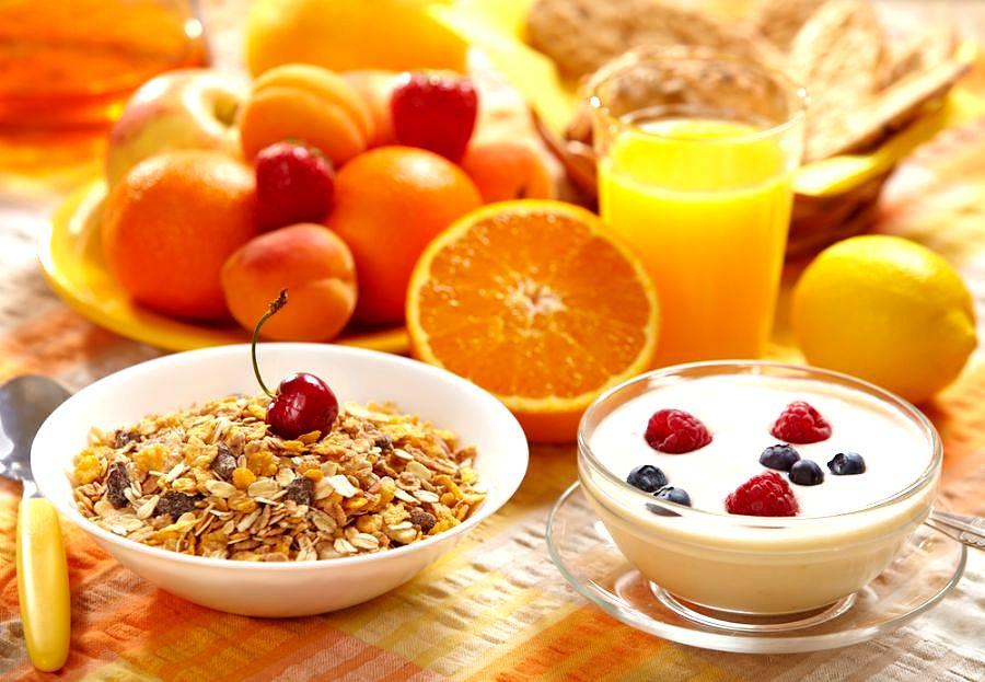 Люди, которые не завтракают, поправляются на 13 кг в год
