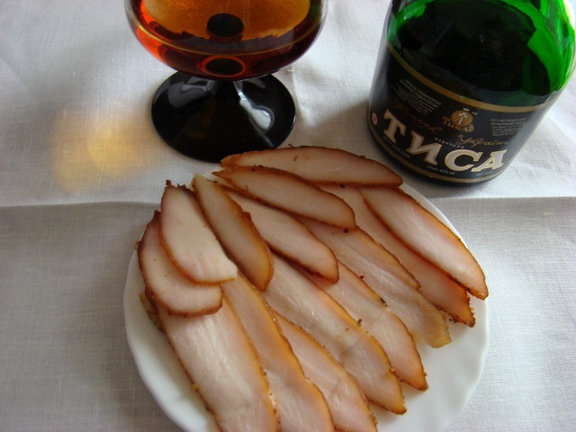 Вяленое маринованное мясо в сушилке