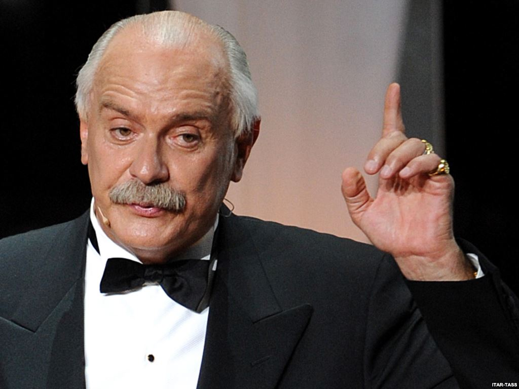 Ведущие церемонии «Оскар» извинились и назвали лучшим фильмом «Солнечный удар» Михалкова