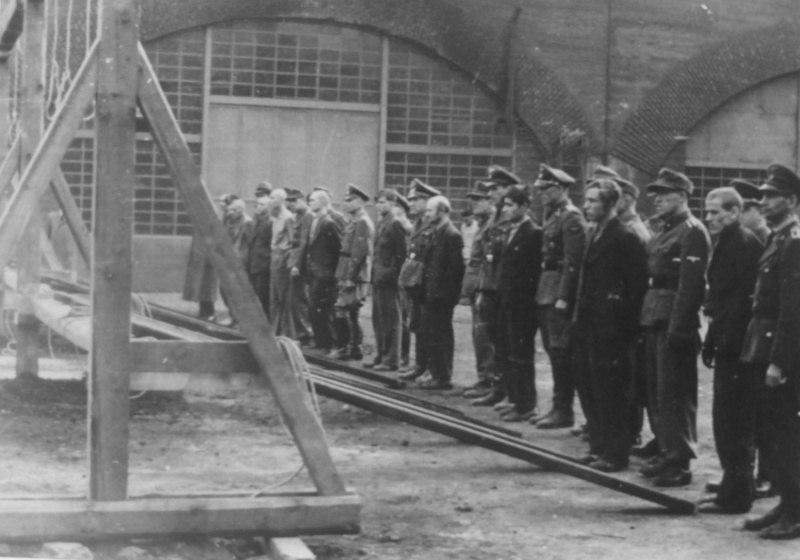 Показательная казнь одиннадцати подневольных рабочих в Кельне 25 октября 1944 г.