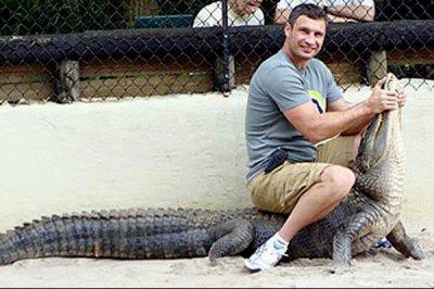 Сына мэра Киева Кличко во Флориде покусал аллигатор. Кого  еще покусал аллигатор?