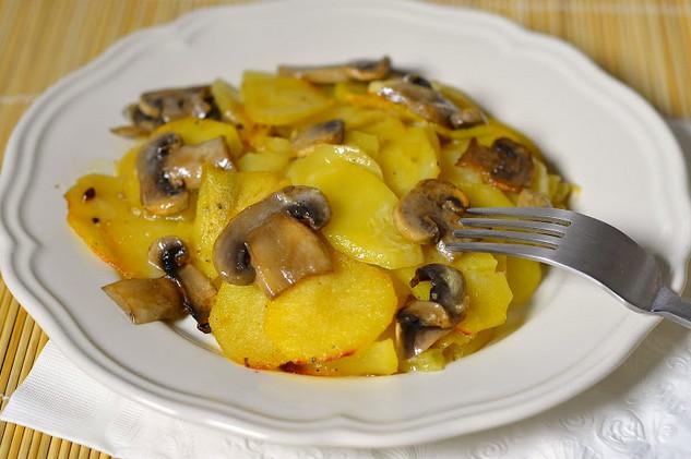 Тающий во рту картофель со сливками. Пока грибной сезон, времени терять нельзя….