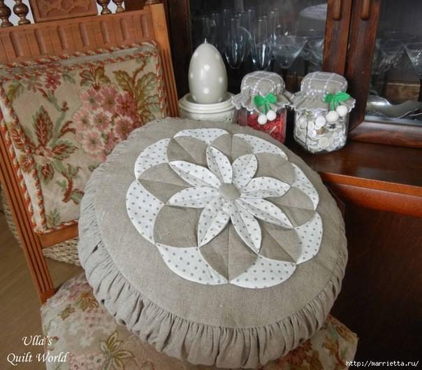 Подушка с цветком в технике …