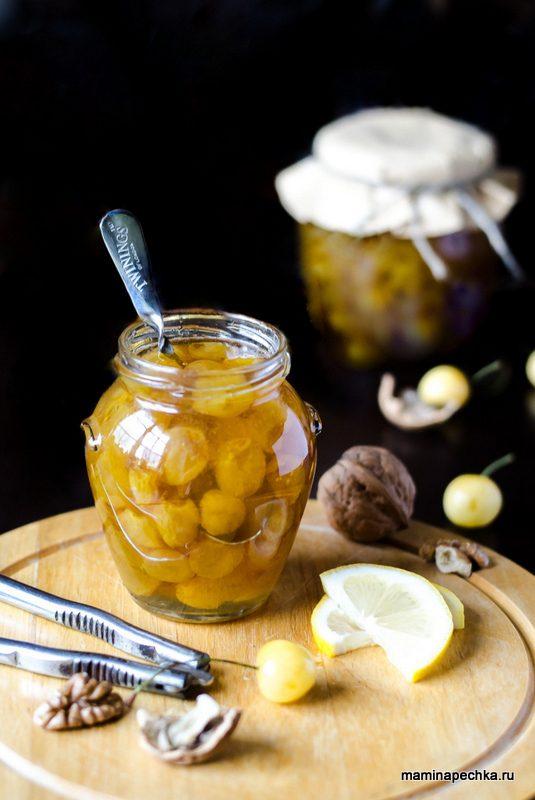 Варенье из жёлтой черешни с лимоном и орехом