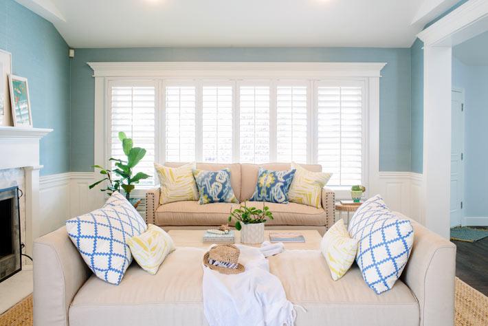 Голубой цвет в дизайне интерьера гостиной комнаты фото