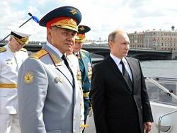 Путин совершил обход кораблей на параде в честь Дня ВМФ в Санкт-Петербурге