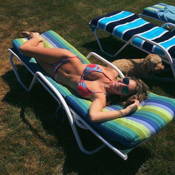 Симпатичные девушки под солнцем (56 фото)