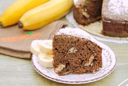 Шоколадно — банановый пирог.
