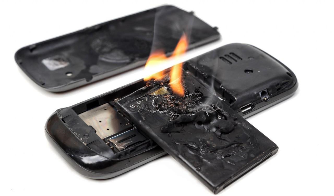 Разработаны молекулярные огнетушители для аккумуляторов смартфонов