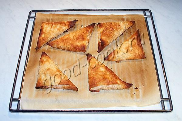 запеченные треугольники из лаваша с курицей
