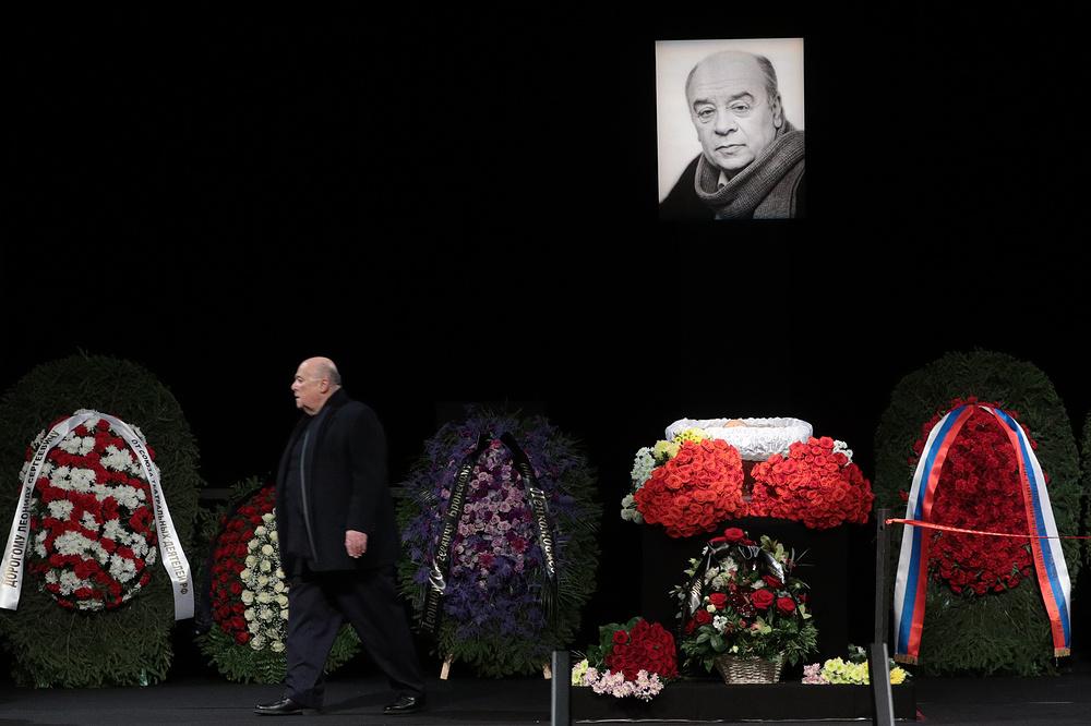 Ушла легенда: Друзья и близкие пришли проститься с народным артистом СССР Леонидом Броневым