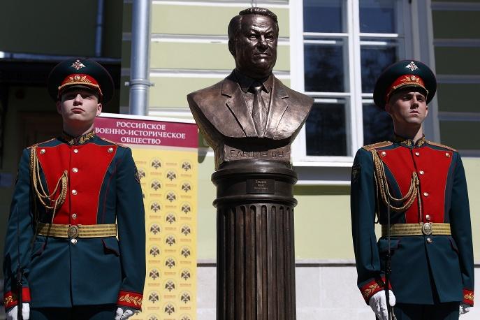 На «Аллее правителей» в Москве установили бюст Ельцина