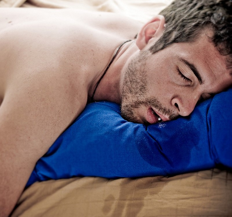 Вот почему повышенное слюноотделение во сне — тревожный звоночек