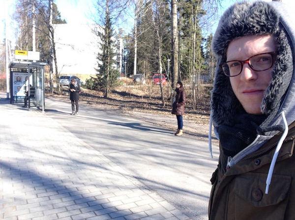 Очередь на автобусную остановку в Хельсинки