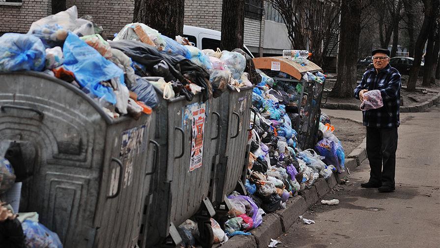 Достижение Евромайдана: украинцы воруют мусорные баки, чтобы квасить в них капусту