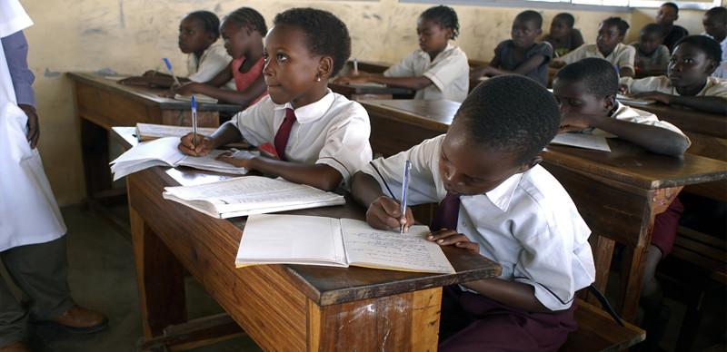 На самом деле образование в странах третьего мира - больная тема. На школы денег нет, населению негде применять свои знания. Учёба, интересное, мир, образование, факты