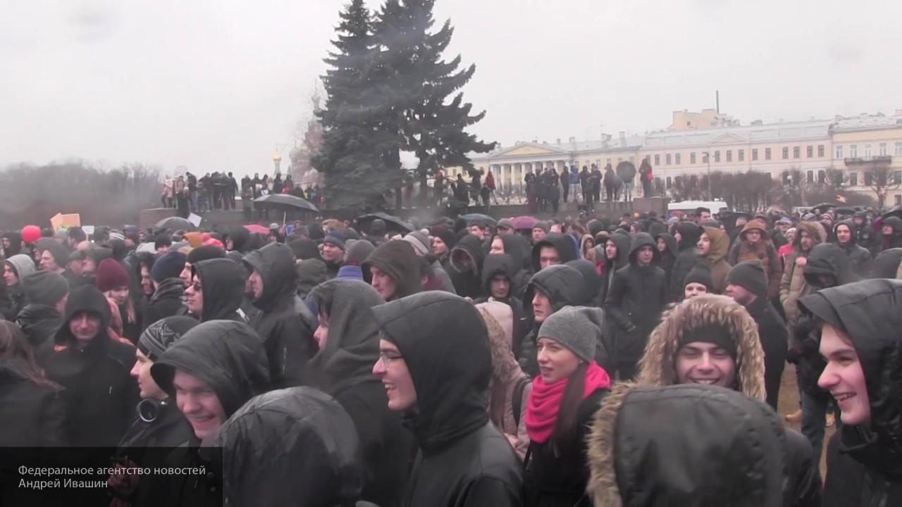 Кремль заявил, что организаторы митингов пытались подкупить подростков