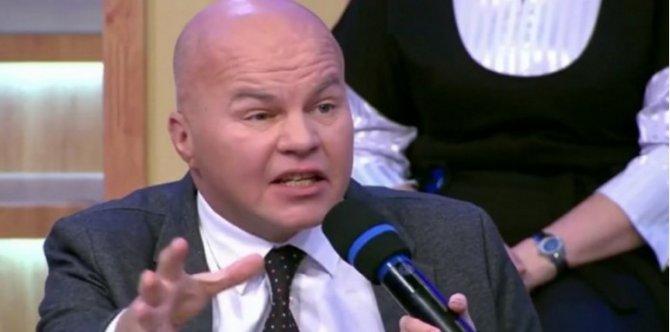 """Политолог Ковтун назвал """"мразью"""" журналистку КП и захотел плюнуть ей в лицо"""
