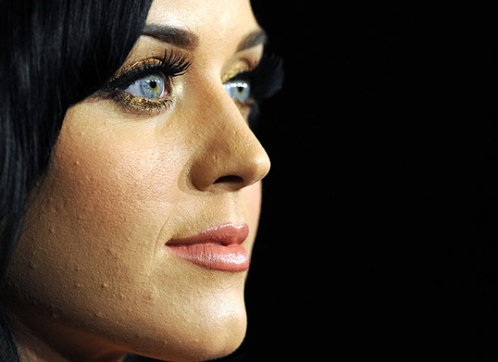 Pop star Katy Perry poses in the press room at the Grammy Nominations Concert, December 1, 2010 at Club Nokia in downtown Los Angeles. The 53rd annual Grammy Awards show will take place in Los Angeles on February 13, 2011. AFP PHOTO GABRIEL BOUYS US - ENTERTAINMENT - GRAMMYS - NOMINATIONS