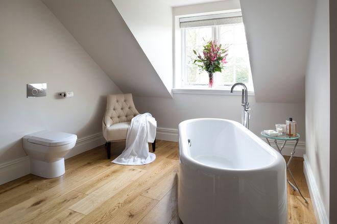 Современный Ванная комната by James Hargreaves Bathrooms