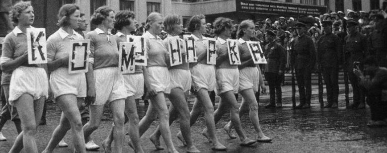 «Не трусь, надень трусы». Лифчики для мальчиков, колготы-лапша и другие курьезы советского быта