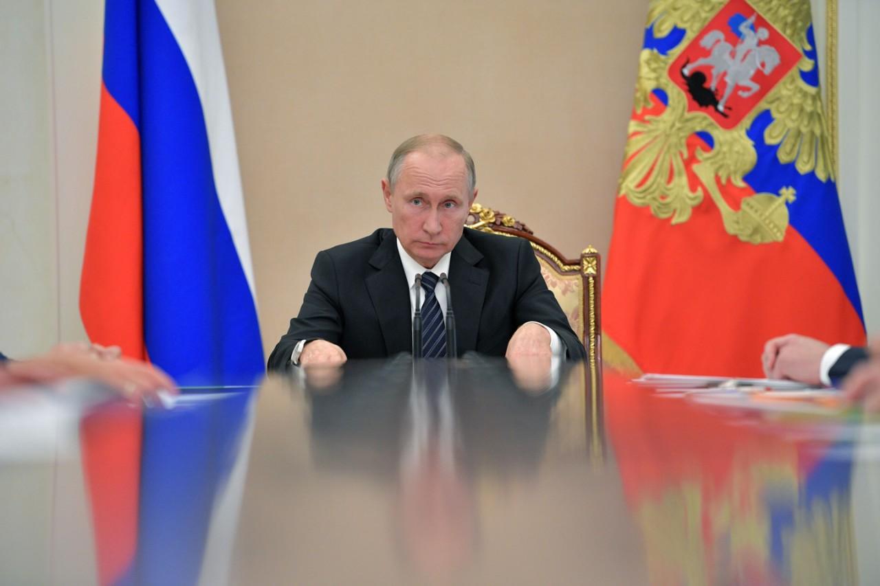 Путин предложил повысить МРОТ