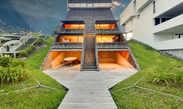 То ли дом, то ли склон: оригинальный особняк на живописном побережье