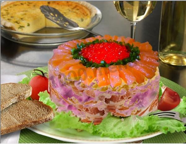 Слоеный салат с семгой и икрой