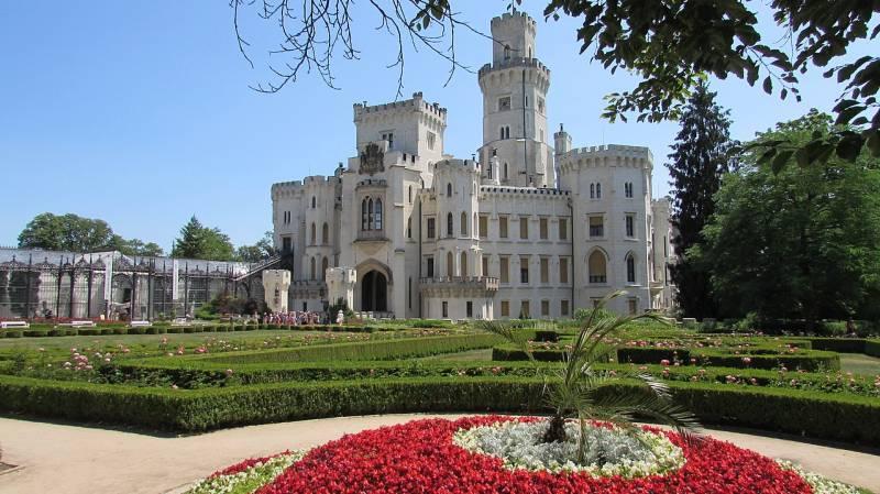 Замки Чехии: замок Глубока. В з-х частях