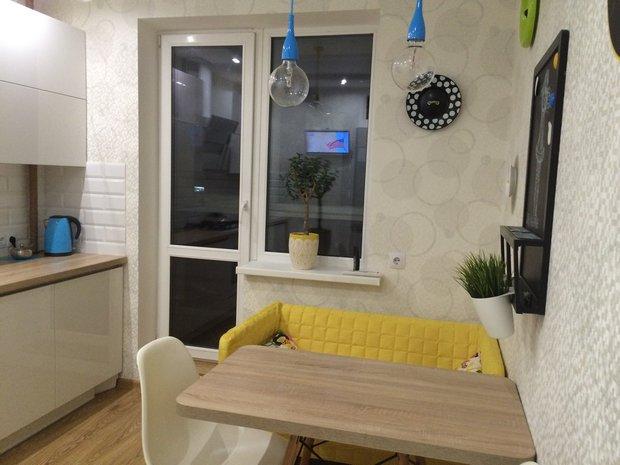 Кухня: цветные пятна на белом фоне