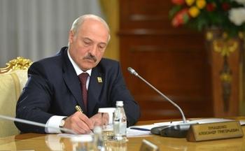 Лукашенко поручил искать альтернативу российской нефти