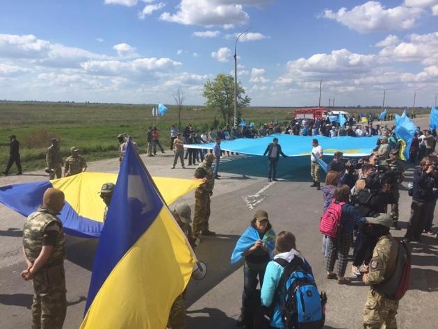 Шоу свидомых вышиванок на границе с Крымом: взгляд с российской стороны