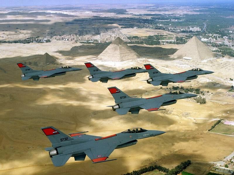 ВВС Египта атаковали боевиков в Ливии