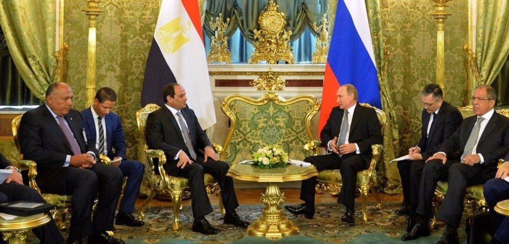 Египтяне — Путину по-русски: «Господин президент, когда российский туризм вернется в Египет?»