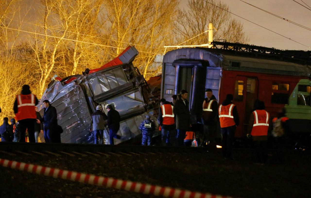 При столкновении электрички и поезда в Москве пострадали 50 человек