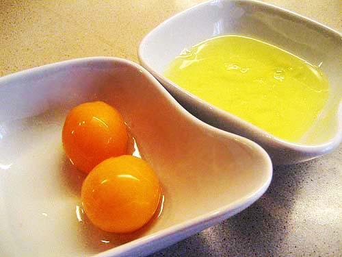 Отделить яичные желтки от белков… Вы всю жизнь делали это неправильно