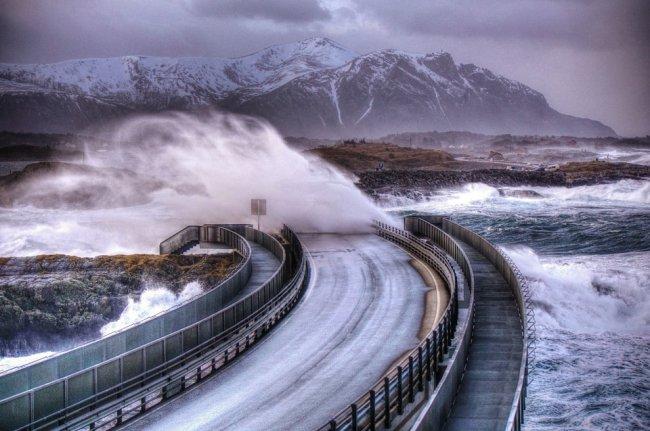 10 опасных дорог мира (35 фото)