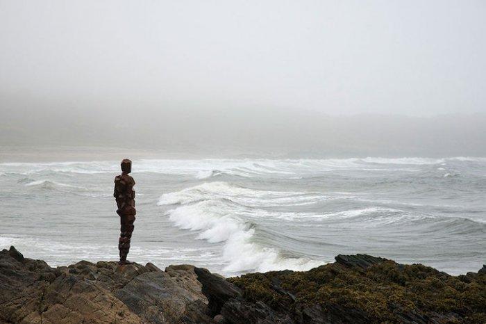 Абстрактные люди на британском побережье