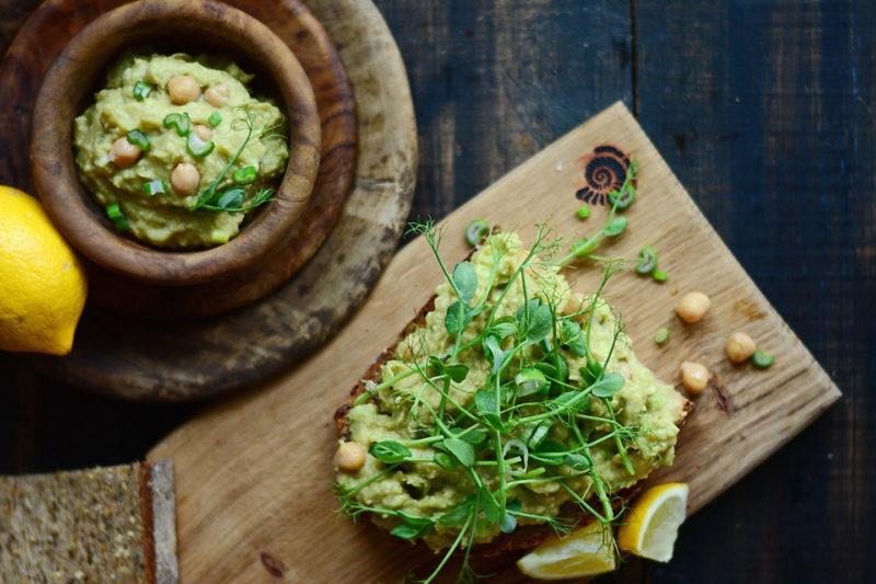 Изображение рецепта Сэндвич с пастой из нута и авокадо